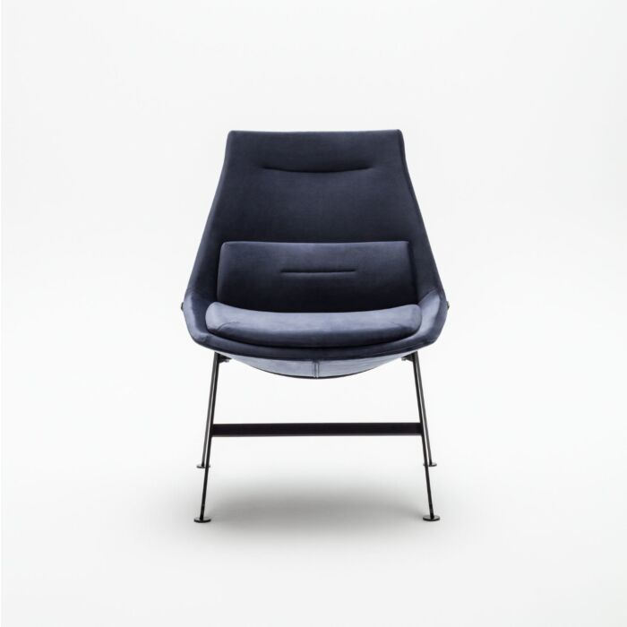 <strong>Frank armchair Fabric:</strong> River <strong>Color:</strong> Rv79 <strong>Base color: </strong> M115
