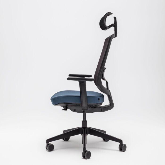 <strong>Sava chair Fabric: </strong> Xtreme, Runner <strong>Color: </strong> Ys083, R60999 <strong>Base color: </strong> 3005