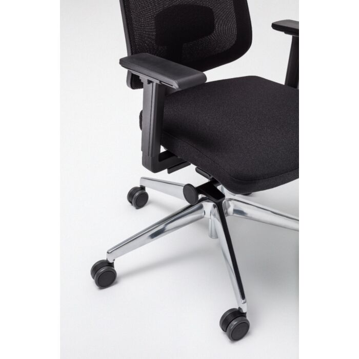 <strong>Sava chair Fabric: </strong> Xtreme, Runner <strong>Color: </strong> Xr009, R60999 <strong>Base color: </strong> 3004