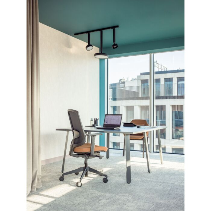 <strong>Sava chair Fabric: </strong> Xtreme, Runner <strong>Color: </strong> Ys071, R60999 <strong>Base color: </strong> 3005