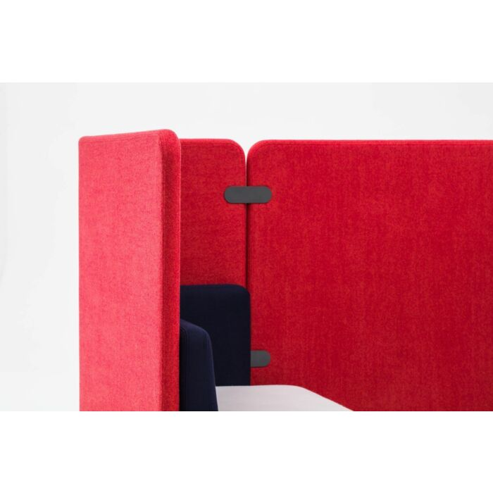 <strong>Kaiva sofa Fabric:</strong> Synergy <strong>Color: </strong> Lds20, Lds69, Lds86, Lds88