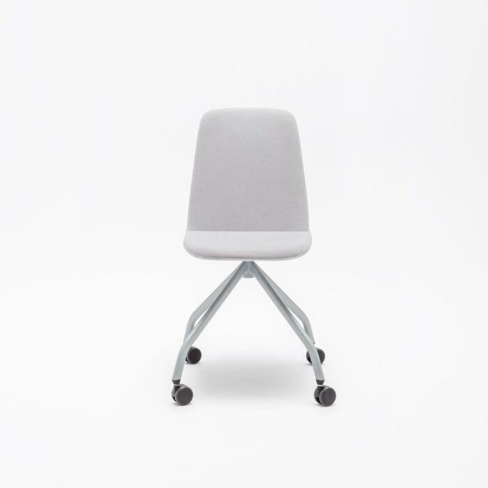 <strong>Ulti chair Fabric:</strong> Synergy <strong>color:</strong> Lds20  <strong>Base color: </strong> M011