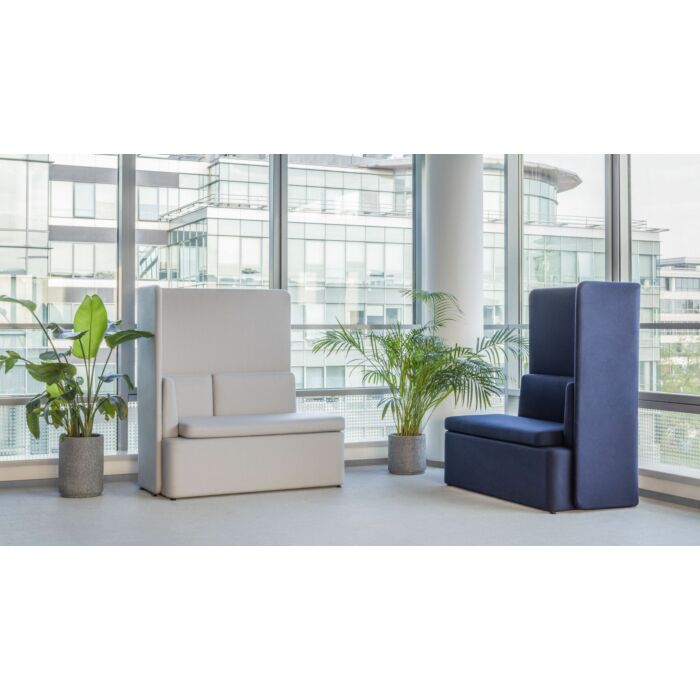 <strong>Kaiva sofa Fabric:</strong> Synergy <strong>Color: </strong> Lds20, Lds69