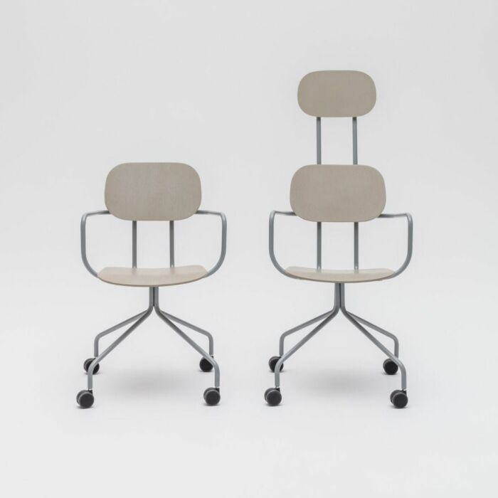 <strong>New School chair Color: </strong> M018 <strong>Base color: <strong> M011