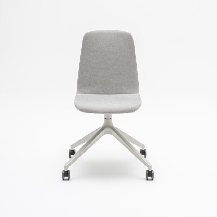 <strong>Ulti chair Fabric:</strong> Field <strong>Color:</strong> FD142  <strong>Base color: </strong> M010