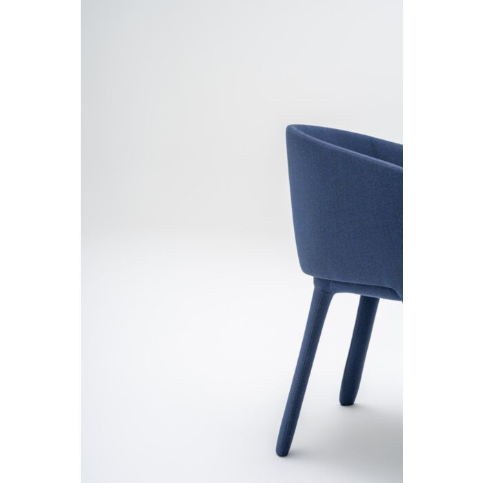 <strong>Grace chair Fabric:</strong> Atlas <strong>Color:</strong> AS781