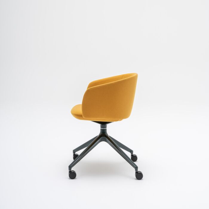 <strong>Grace chair Fabric:</strong> Field <strong>Color:</strong> FD463 <strong>Base color: </strong> M115