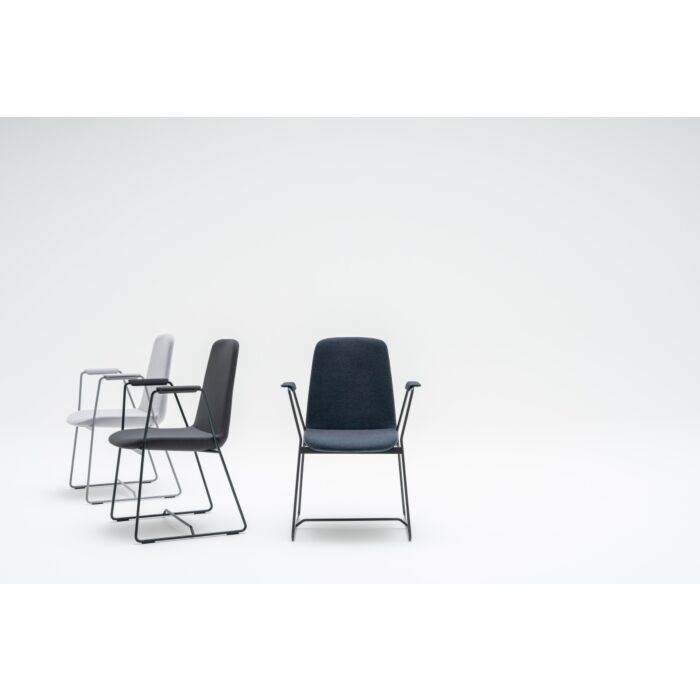 <strong>Ulti chair Fabric: </strong> Synergy, Atlantic <strong>Color: </strong> Lds20, A60025, Lds60 <strong>Base color: </strong> M011, M115