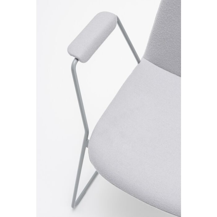 <strong>Ulti chair Fabric: </strong> Synergy <strong>Color: </strong> Lds20 <strong>Base color: </strong> M010